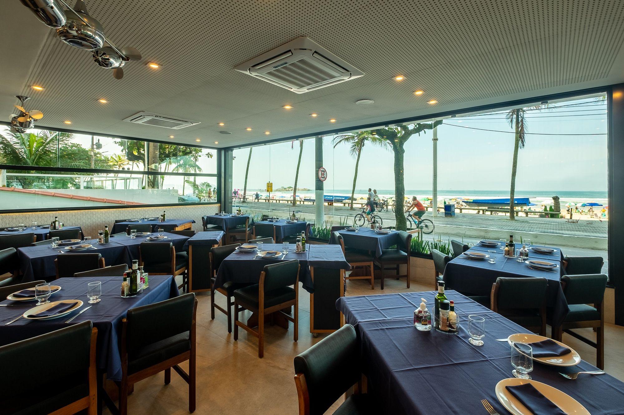 Um dos restaurantes mais tradicionais da orla brasileira